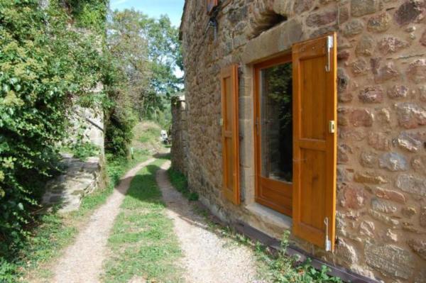 890-sq-ft-cottage-in-france-003
