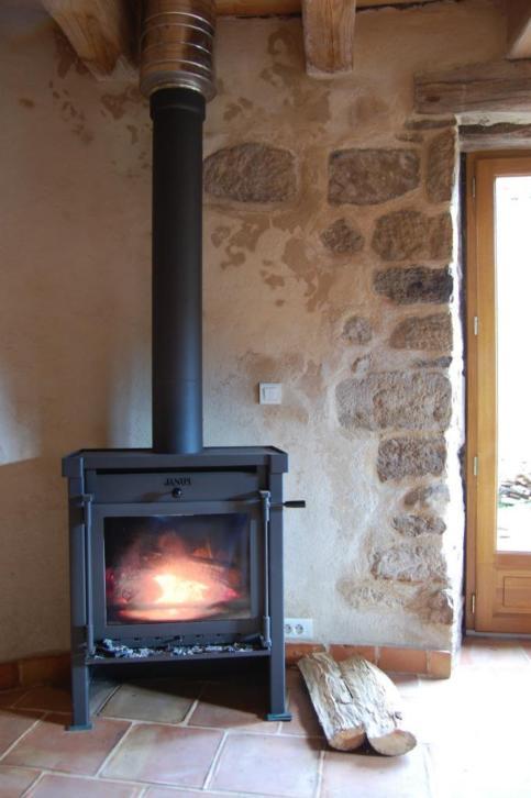 890-sq-ft-cottage-in-france-016