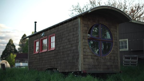 Artistic Tiny House Builder 010