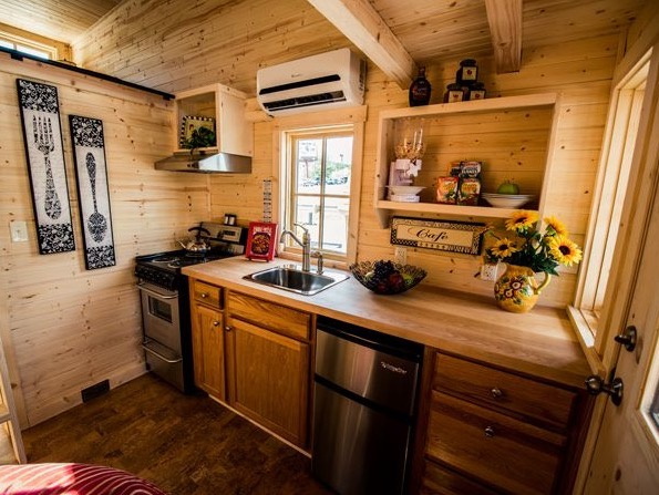 Atticus Tiny House at Mt Hood Village 002