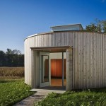 Barnsworth-Exhibition-Modern-Tiny-Cabin-001