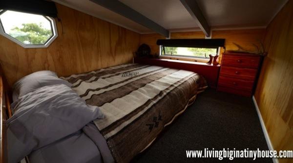 Bretts-Tiny-House-Loft-1024x576