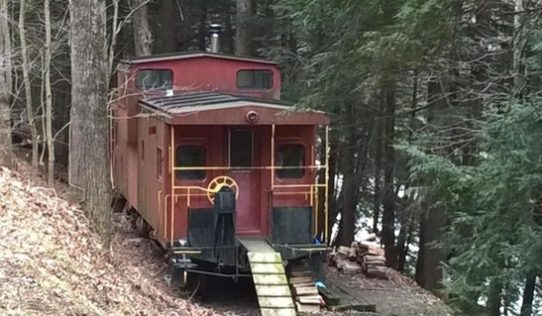 Caboose Cabin in Upstate New York 001