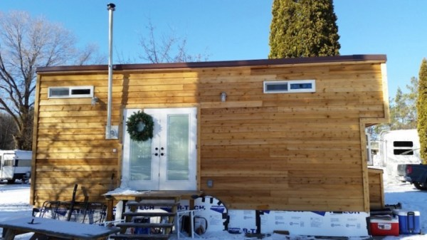 Couple with Two Dogs and One Cat Living in a Tiny House 001