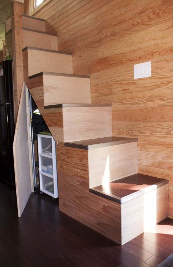 Couples-118-sq-ft-THOW-006