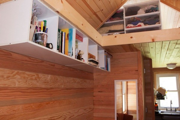 Couples-118-sq-ft-THOW-007