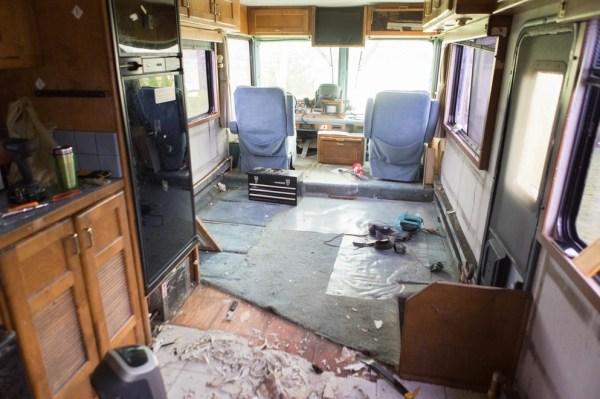 Familys Bus Tiny Home 003