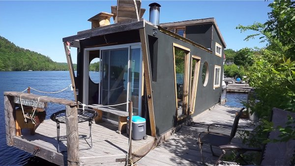 Floating Tiny Home in Wakefield 001