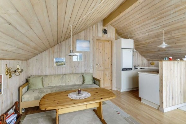 Grass Roof Cottage-006