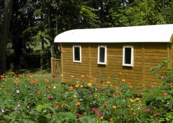 Gypsy-Caravan-Cabin-France-002