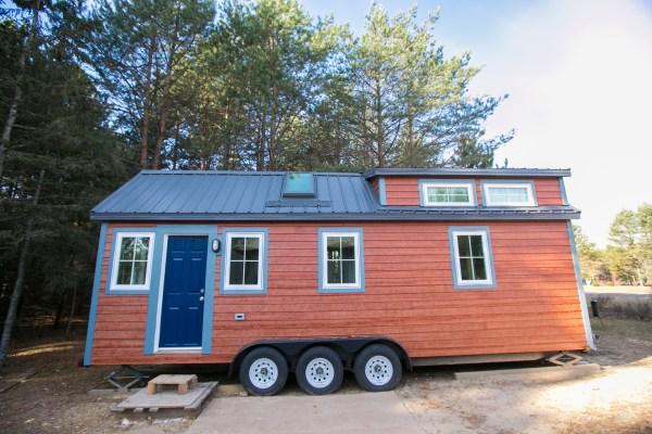 Hogan Tiny House Family 004