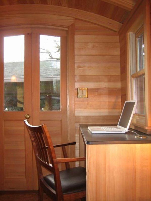 Inside the Don Vardo Tiny House 001