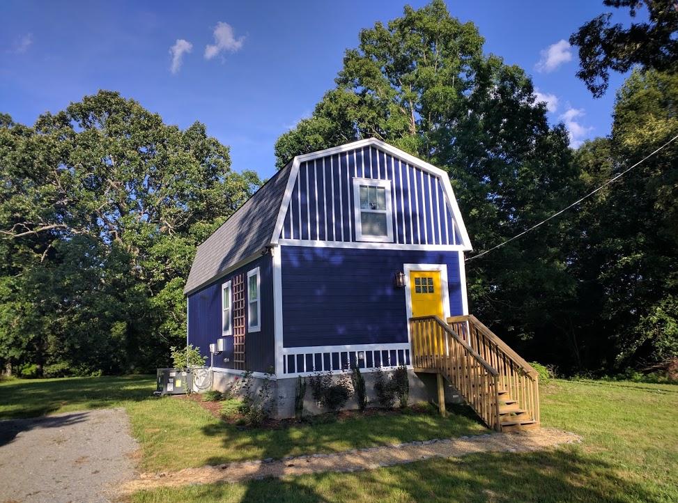 Jason 39 s 800 sq ft barn cabin for Gambrel homes