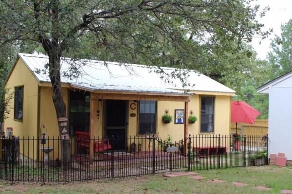 Kathys 16 x 28 Tiny Cottage in Texas 001