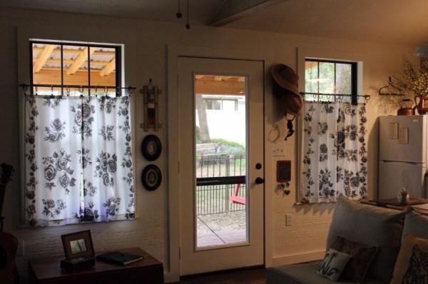 Kathys 16 x 28 Tiny Cottage in Texas 003