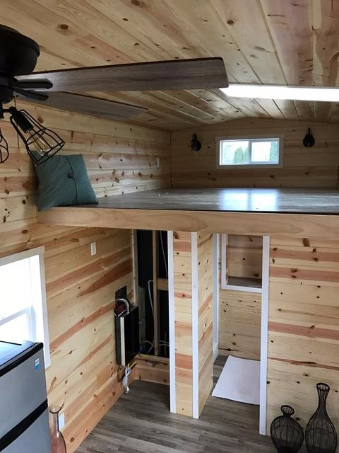knotty-pine-midwest-tiny-home-7