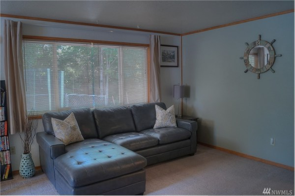 Little House with 1-Car Garage For Sale in Shelton, WA