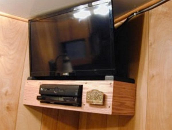 Living in my Box Truck by Bill Cogar II via TinyHouseTalk-com 009b