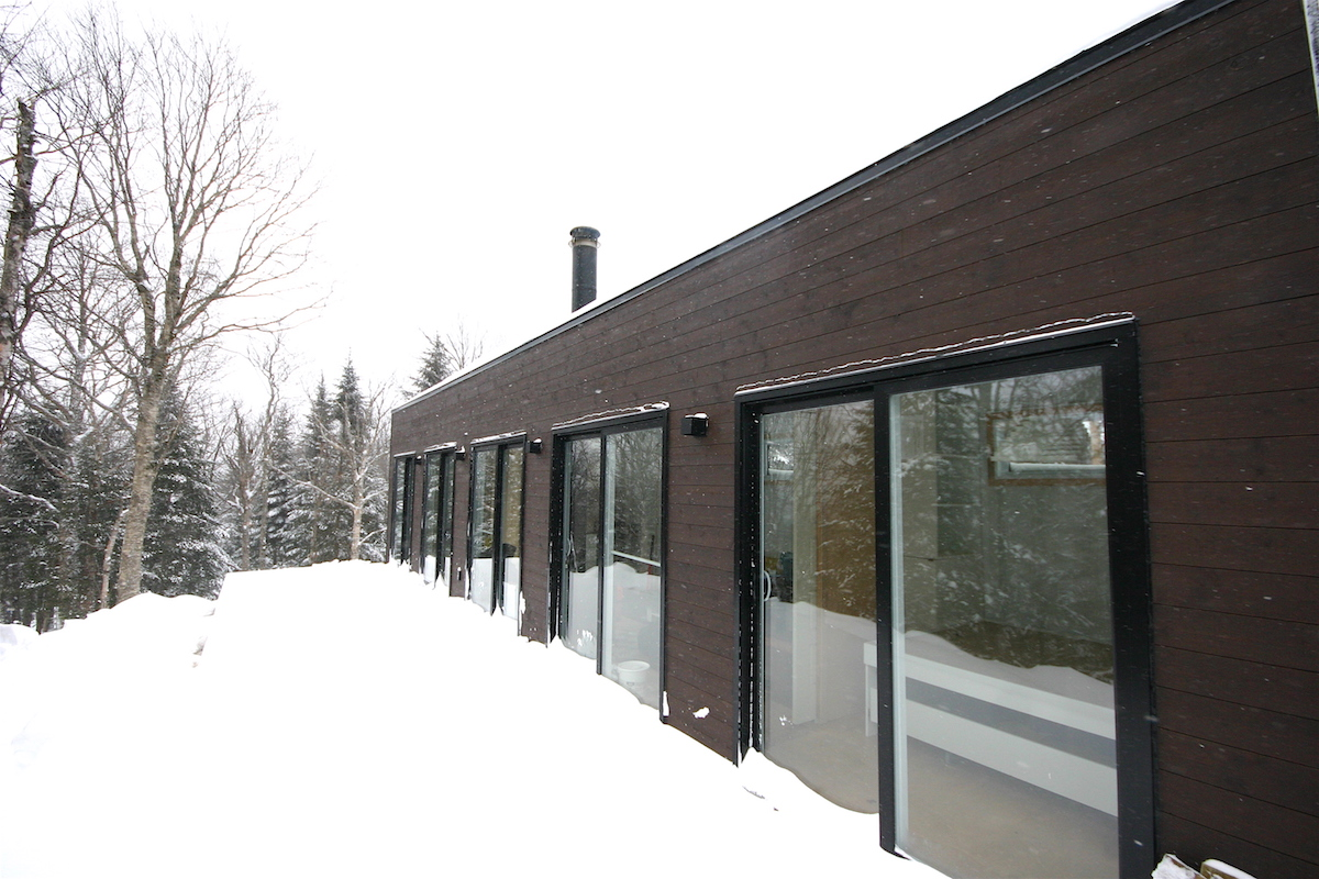 Modern shipping container tiny home in quebec for Modern house quebec