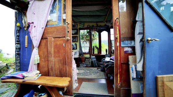 Man Cave Tiny House 003