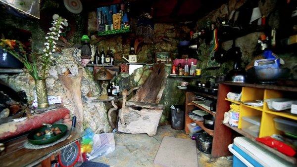 Man Cave Tiny House 008