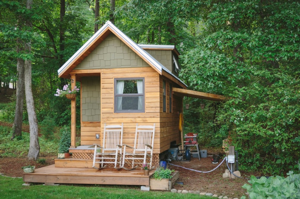 Married couple 39 s wind river bungalow tiny home - Small houses wheels home getaway ...