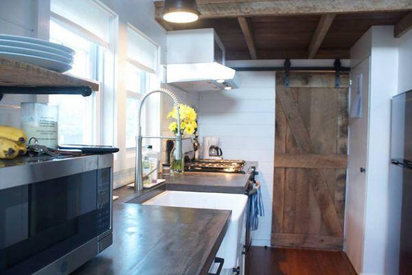 modern-farmhouse-by-liberation-tiny-homes-004