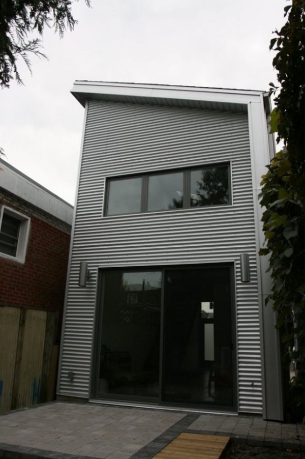 Modern Industrial Small Home in Toronto by Linebox Studio 0011