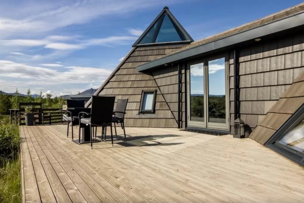 Modern Pyramid Cottage in Iceland 002