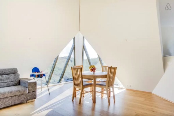 Modern Pyramid Cottage in Iceland 009