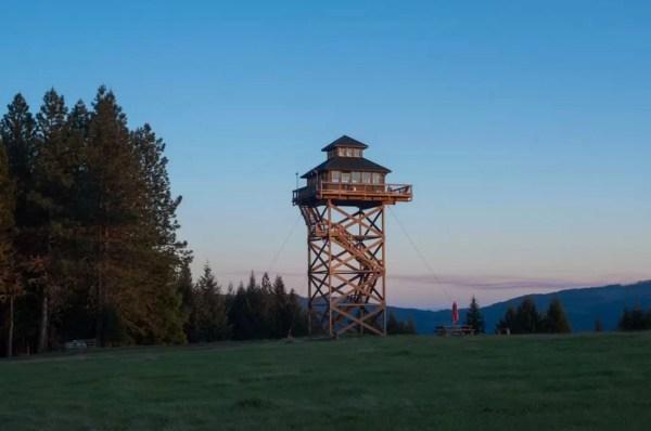 Off-Grid Lookout Tower Cabin in Tiller 0021