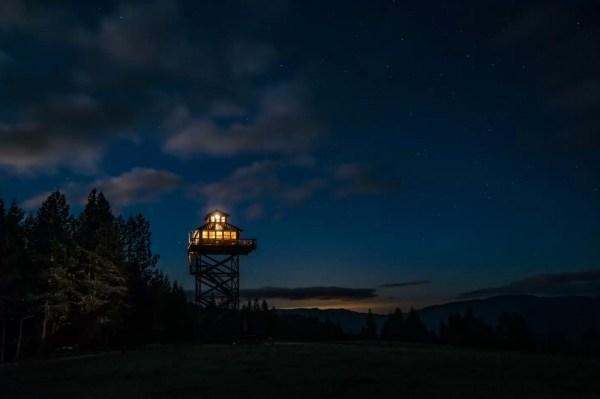 Off-Grid Lookout Tower Cabin in Tiller 0029