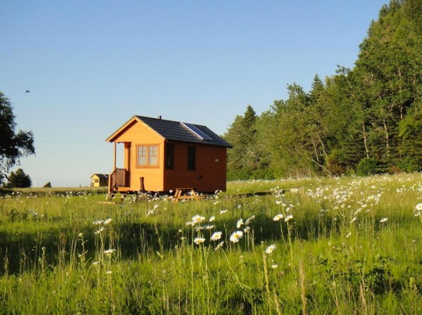 Off-Grid Waterfront Tiny Houses in Canada 007