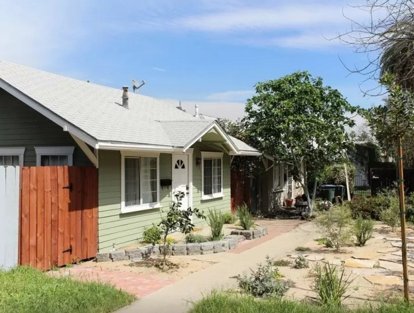 416 Sq. Ft. Little Bungalow in Pasadena, CA