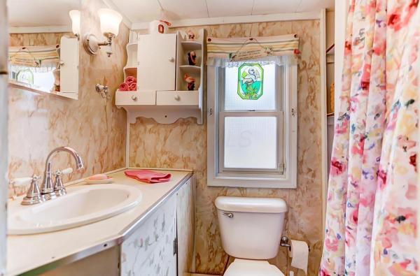 Pink Flamingo Tiny Cottage in Ohio_011