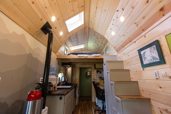 Portable Pioneer Tiny House Photo by Aaron Lingenfielter via TinyHouseTalk-com 0010