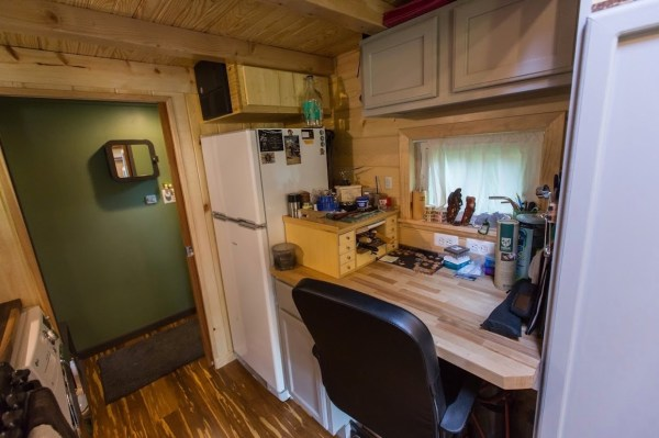 Portable Pioneer Tiny House Photo by Aaron Lingenfielter via TinyHouseTalk-com 0012