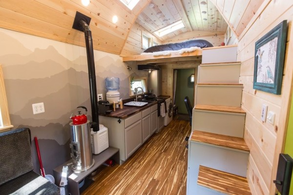 Portable Pioneer Tiny House Photo by Aaron Lingenfielter via TinyHouseTalk-com 0019
