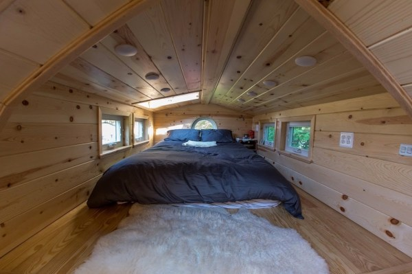 Portable Pioneer Tiny House Photo by Aaron Lingenfielter via TinyHouseTalk-com 0022