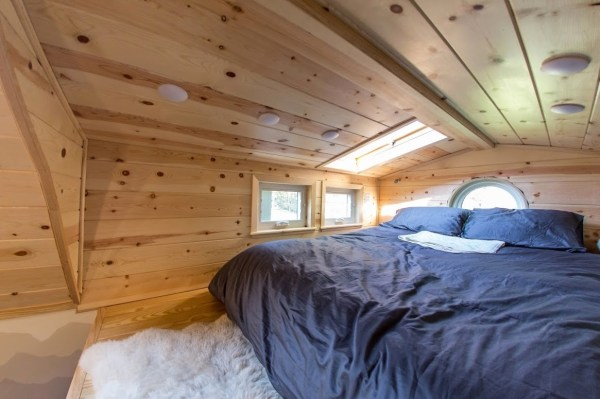 Portable Pioneer Tiny House Photo by Aaron Lingenfielter via TinyHouseTalk-com 0024
