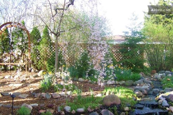 Romantic-Garden-Treehouse-17