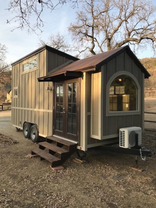 Rustic Elegance Tiny House 001