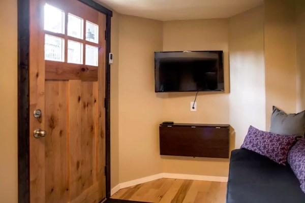 seattle-tiny-house-you-can-rent-009
