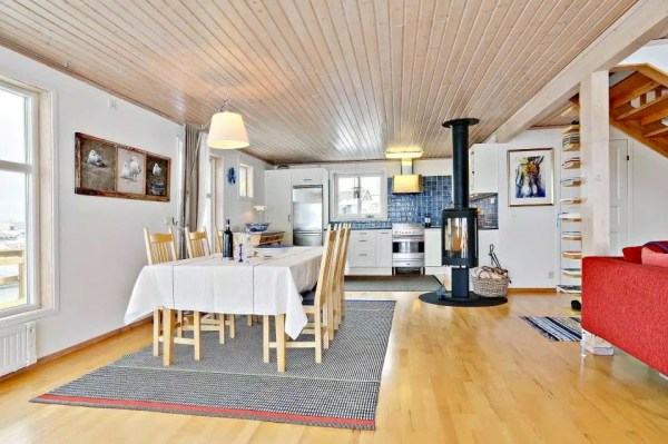 Small Coastal Cottage in Sweden 003