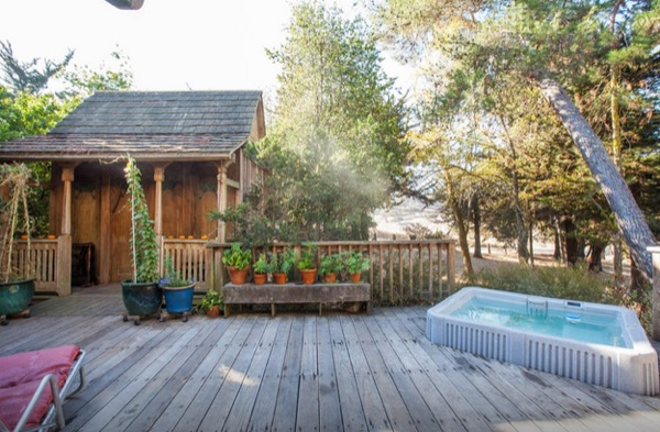 hippie cottage with outdoor hot tub