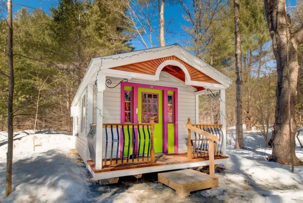 The Tiny Apple Blossom Cottage 001