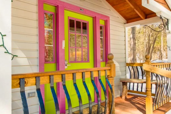 The Tiny Apple Blossom Cottage 002