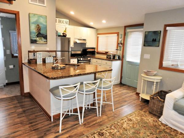 Tiny Beach Cottage in NJ For Sale 004