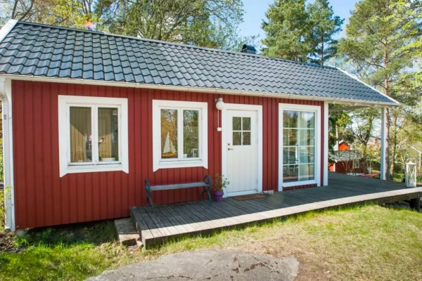 Tiny Bungalow by the Sea in Sweden 0019