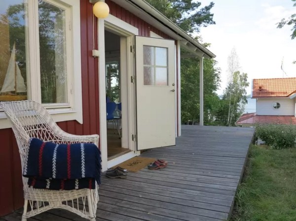 Tiny Bungalow by the Sea in Sweden 0023
